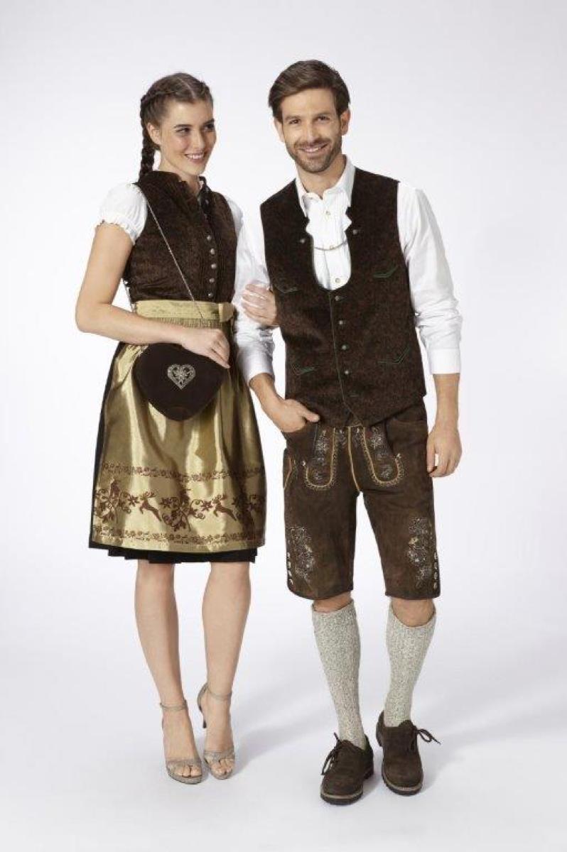 Dirndl und Lederhosen von Almsach in Braun, Schwarz und Gold.