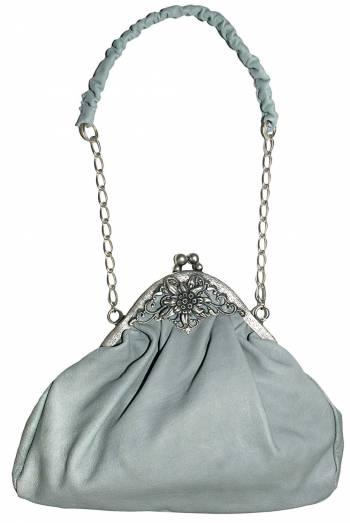 Die Trachtentasche darf als Accessoires nicht fehlen